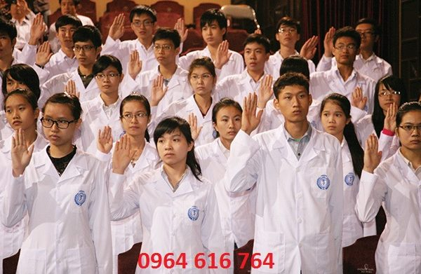 Áo blouse trắng sinh viên