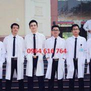 Áo blouse trắng cho sinh viên