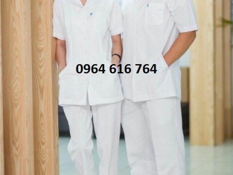 Tại sao các bác sĩ lại mặc quần áo blouse màu trắng.